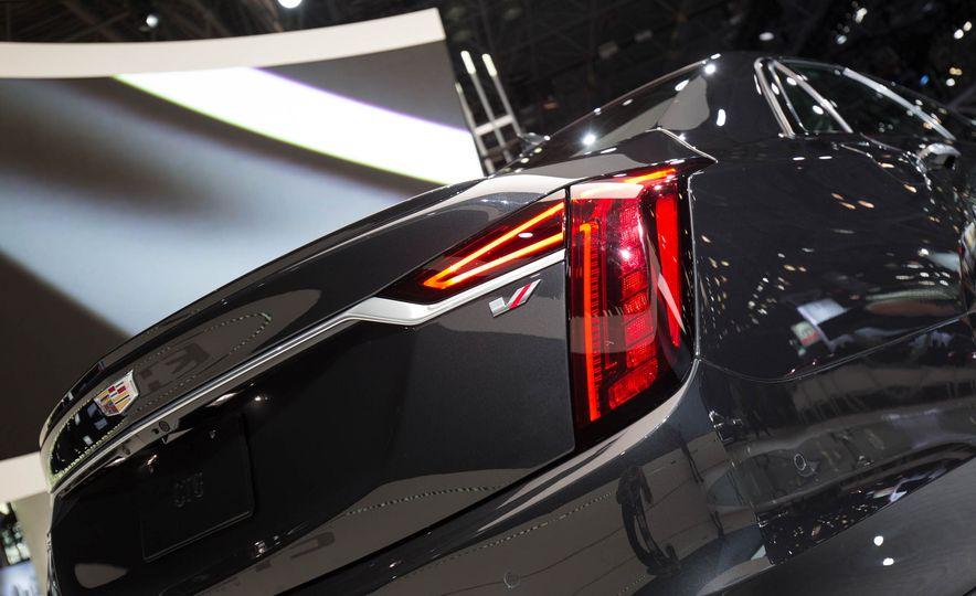 2019 Cadillac CT6 V-Sport - Slide 10