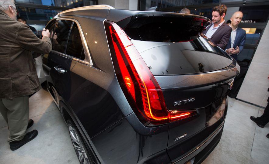 2019 Cadillac XT4 - Slide 18