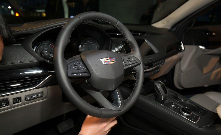 2019 Cadillac XT4 - Slide 22