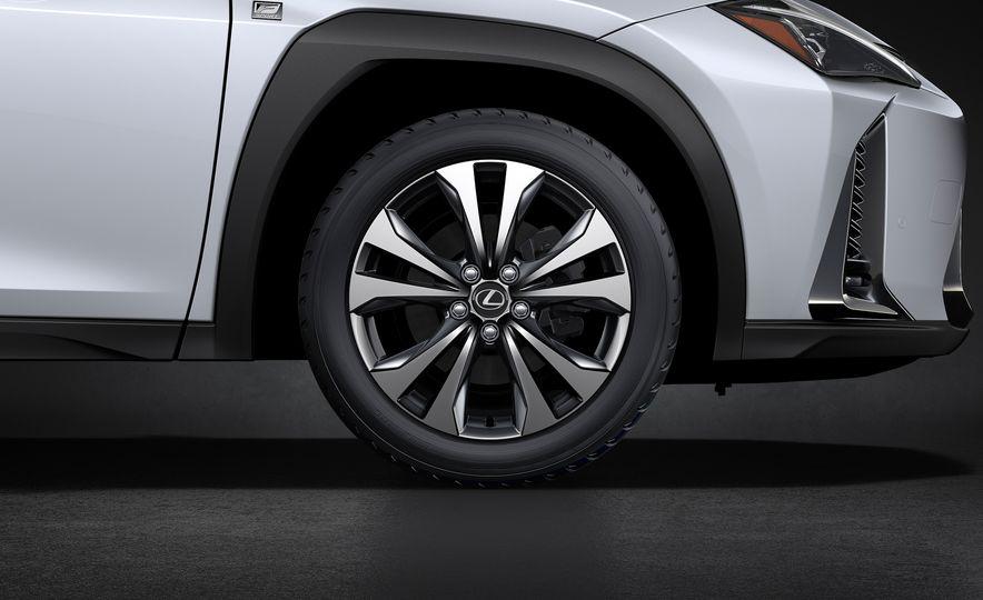 2019 Lexus UX - Slide 16
