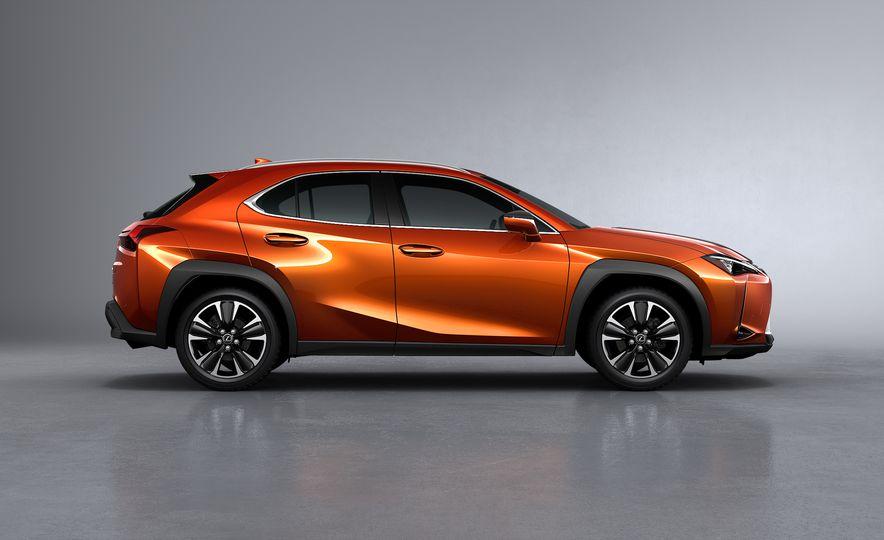 2019 Lexus UX - Slide 23