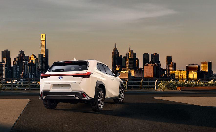 2019 Lexus UX - Slide 26