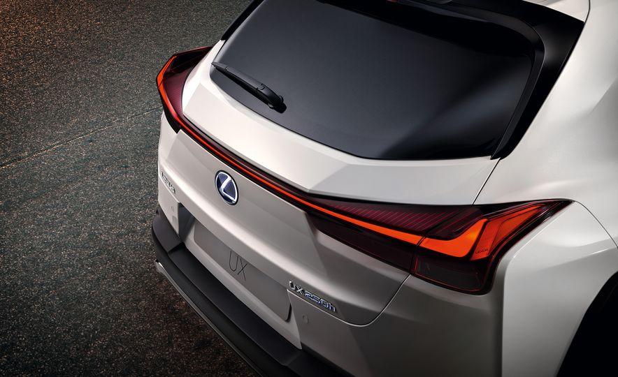 2019 Lexus UX - Slide 28