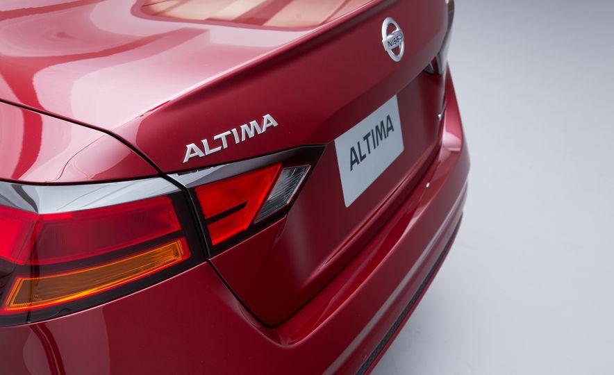 2019 Nissan Altima - Slide 10
