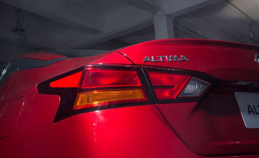 2019 Nissan Altima - Slide 11