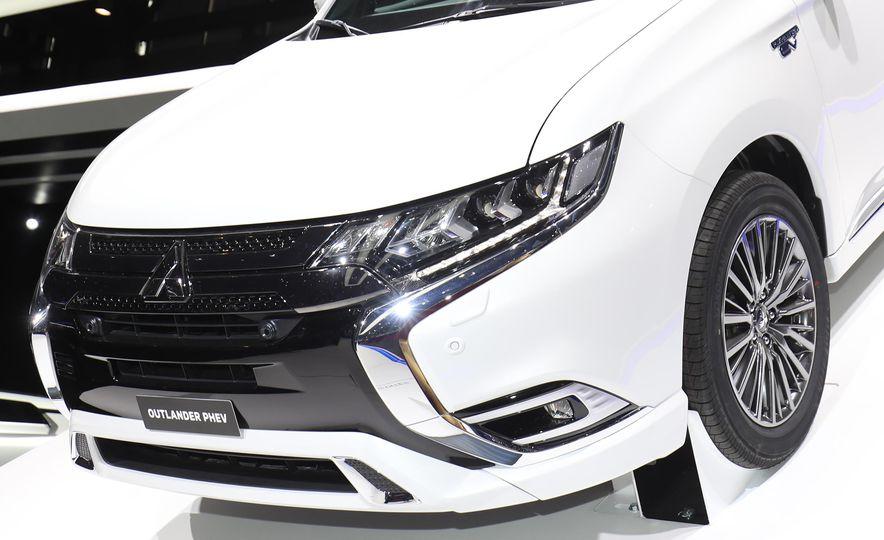 2019 Mitsubishi Outlander PHEV - Slide 5