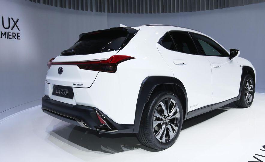 2019 Lexus UX - Slide 4