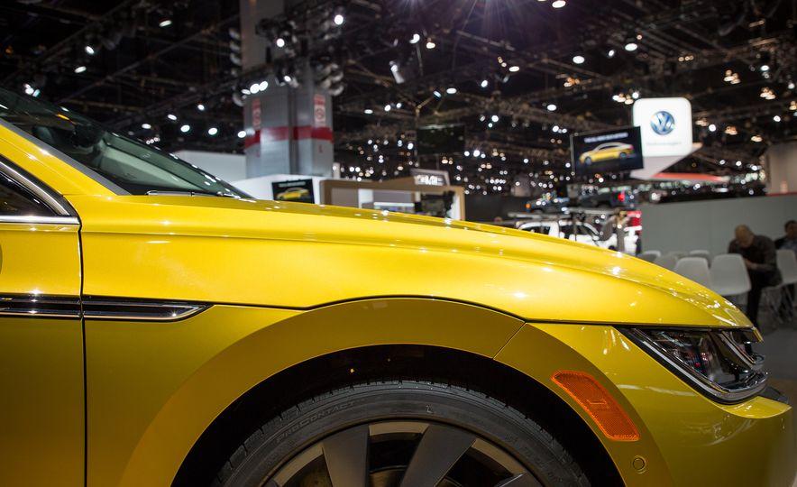 10 Design Elements that Set the Volkswagen Arteon Apart - Slide 3