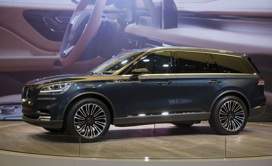 The 11 Coolest Design Details at the 2018 New York Auto Show - Slide 7