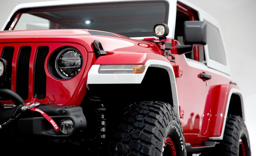 Jeep Jeepster concept - Slide 1