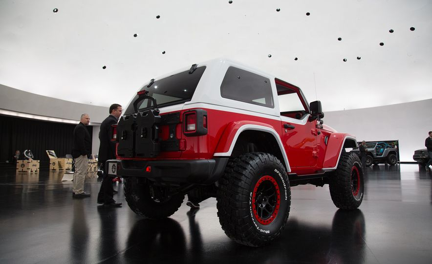 Jeep's New Easter Safari Concepts: Desert Racer, Remixed Wagoneer, and More! - Slide 9