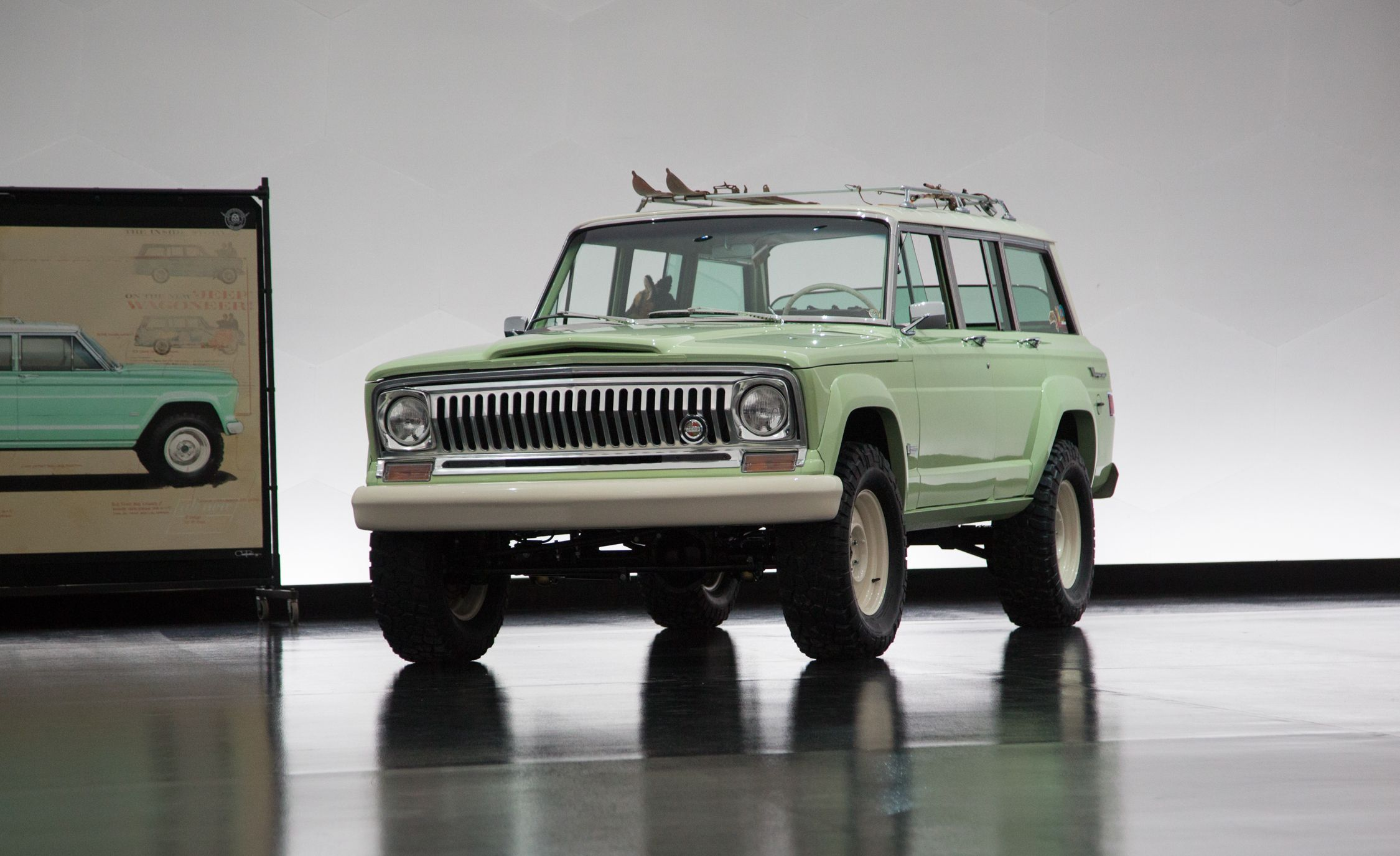 Jeep Wagoneer Roadster concept Pictures   Photo Gallery