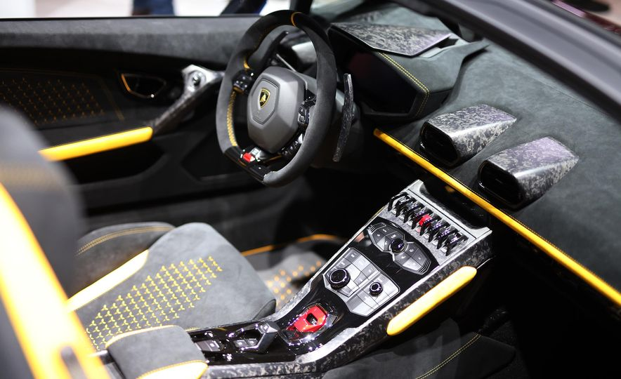 2019 Lamborghini Huracan Performante Spyder - Slide 15