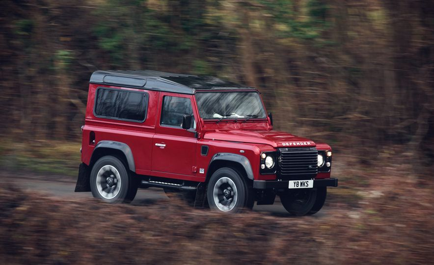 Land Rover Defender Works V8 - Slide 1