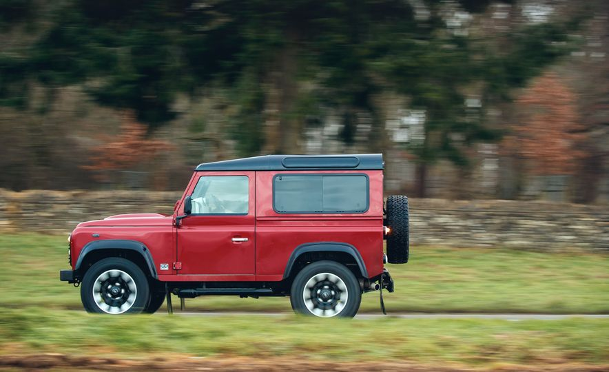 Land Rover Defender Works V8 - Slide 4
