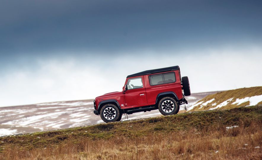 Land Rover Defender Works V8 - Slide 6