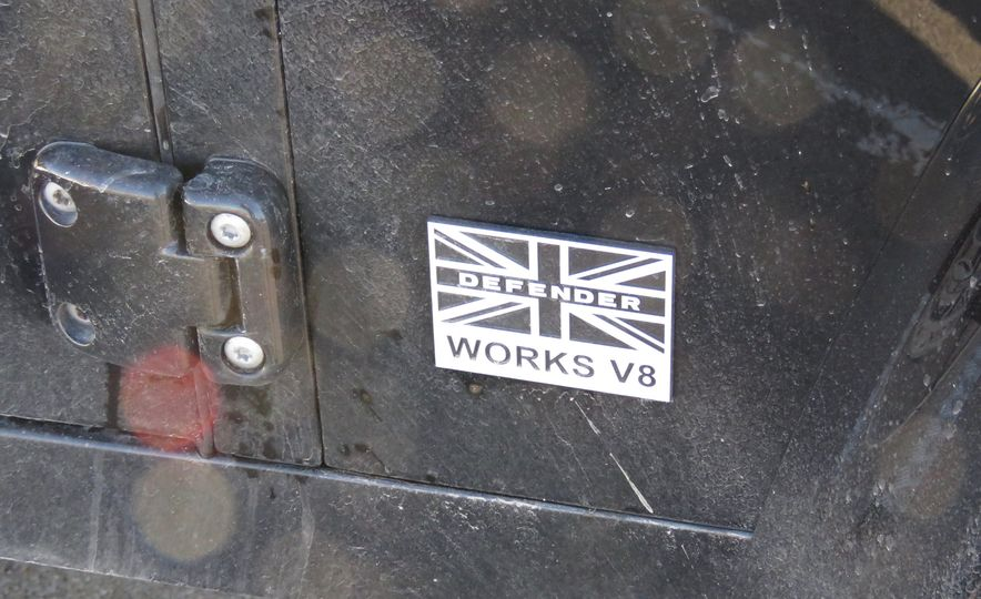 Land Rover Defender Works V8 - Slide 24