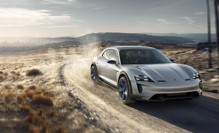 Porsche Mission E Cross Turismo concept - Slide 1