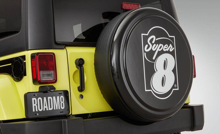 Jeep Wrangler Super 8 RoadM8 - Slide 3