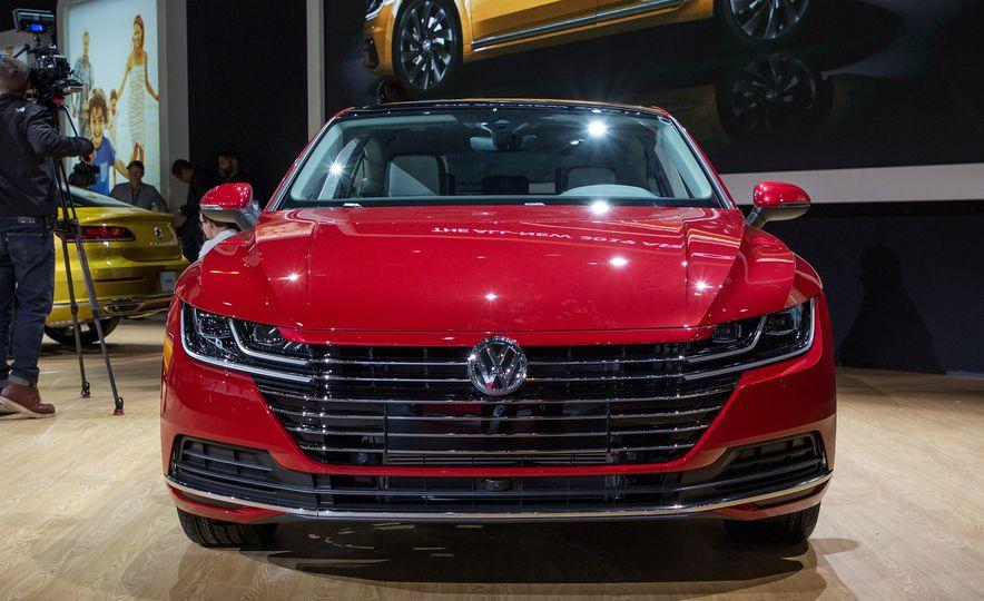 10 Design Elements that Set the Volkswagen Arteon Apart - Slide 4