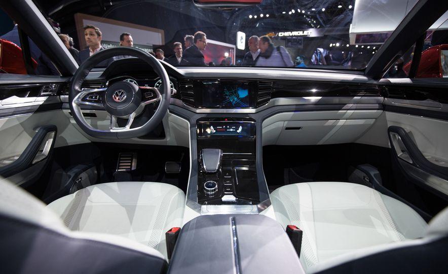 Volkswagen Atlas Cross Sport concept - Slide 12