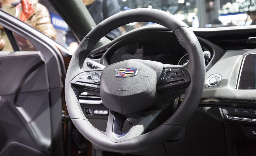 2019 Cadillac XT4 - Slide 6