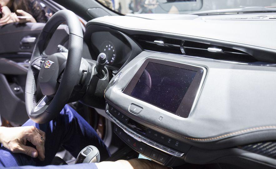 2019 Cadillac XT4 - Slide 7