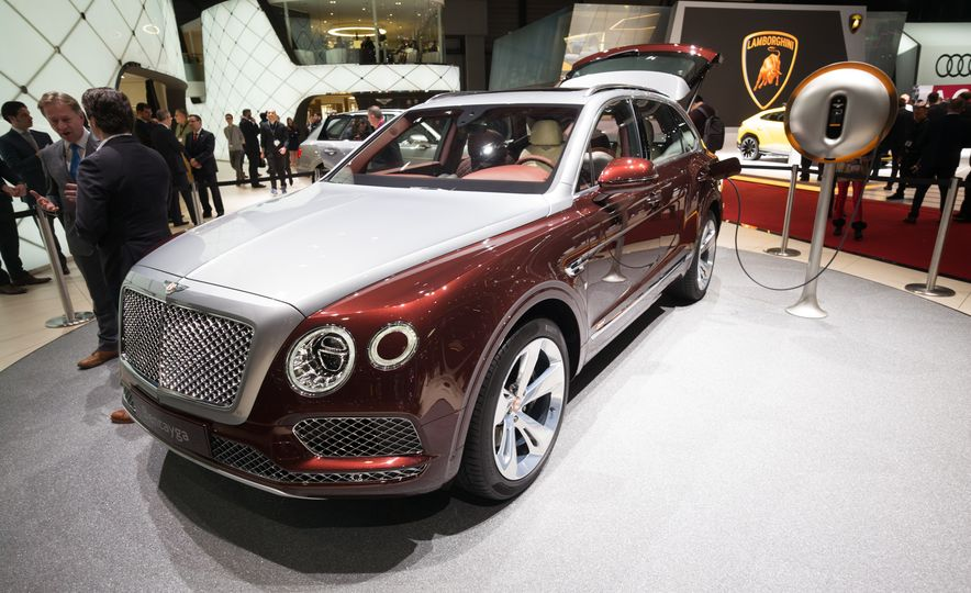 2019 Bentley Bentayga Hybrid - Slide 2