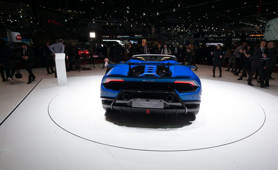 2019 Lamborghini Huracan Performante Spyder - Slide 5