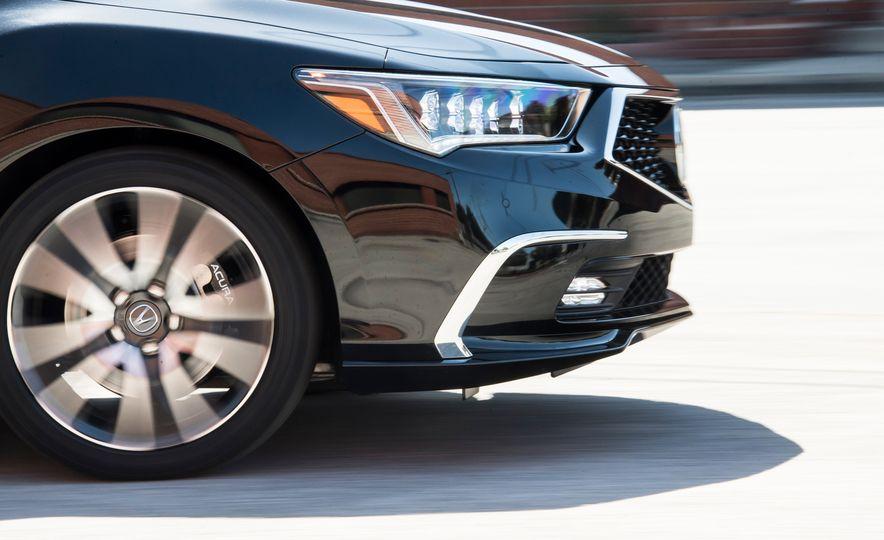 2018 Acura RLX Sport Hybrid SH-AWD - Slide 10