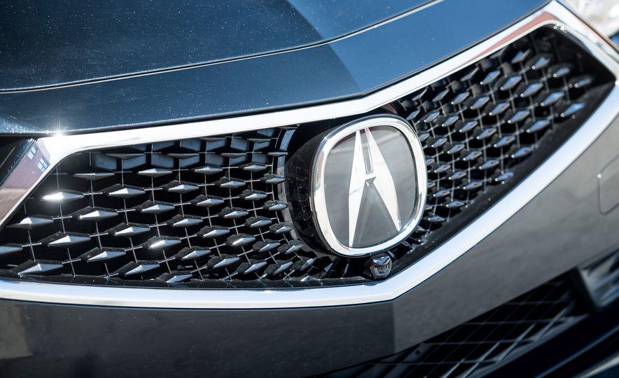 2018 Acura RLX Sport Hybrid SH-AWD - Slide 13