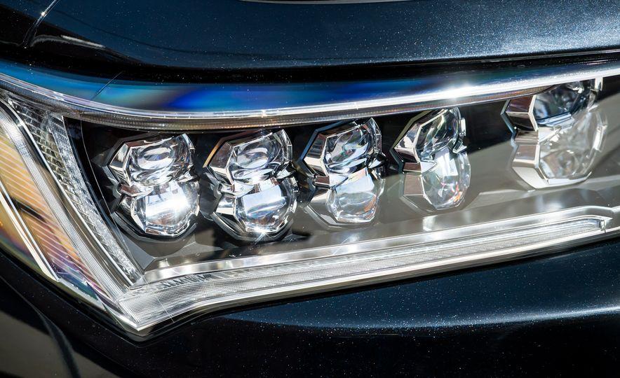 2018 Acura RLX Sport Hybrid SH-AWD - Slide 14