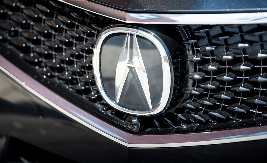 2018 Acura RLX Sport Hybrid SH-AWD - Slide 15