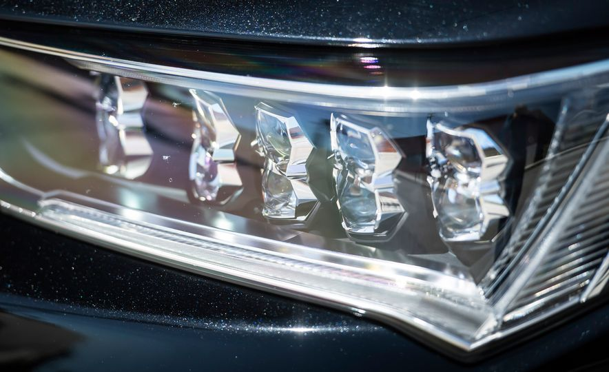 2018 Acura RLX Sport Hybrid SH-AWD - Slide 16