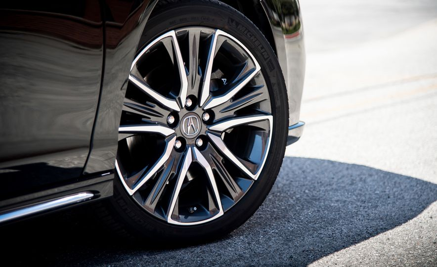 2018 Acura RLX Sport Hybrid SH-AWD - Slide 17