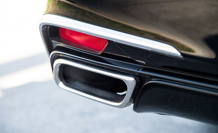 2018 Acura RLX Sport Hybrid SH-AWD - Slide 20