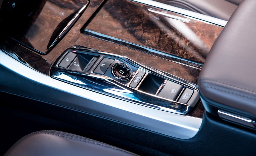 2018 Acura RLX Sport Hybrid SH-AWD - Slide 29
