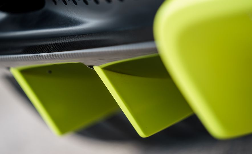 2019 Aston Martin Vantage - Slide 21