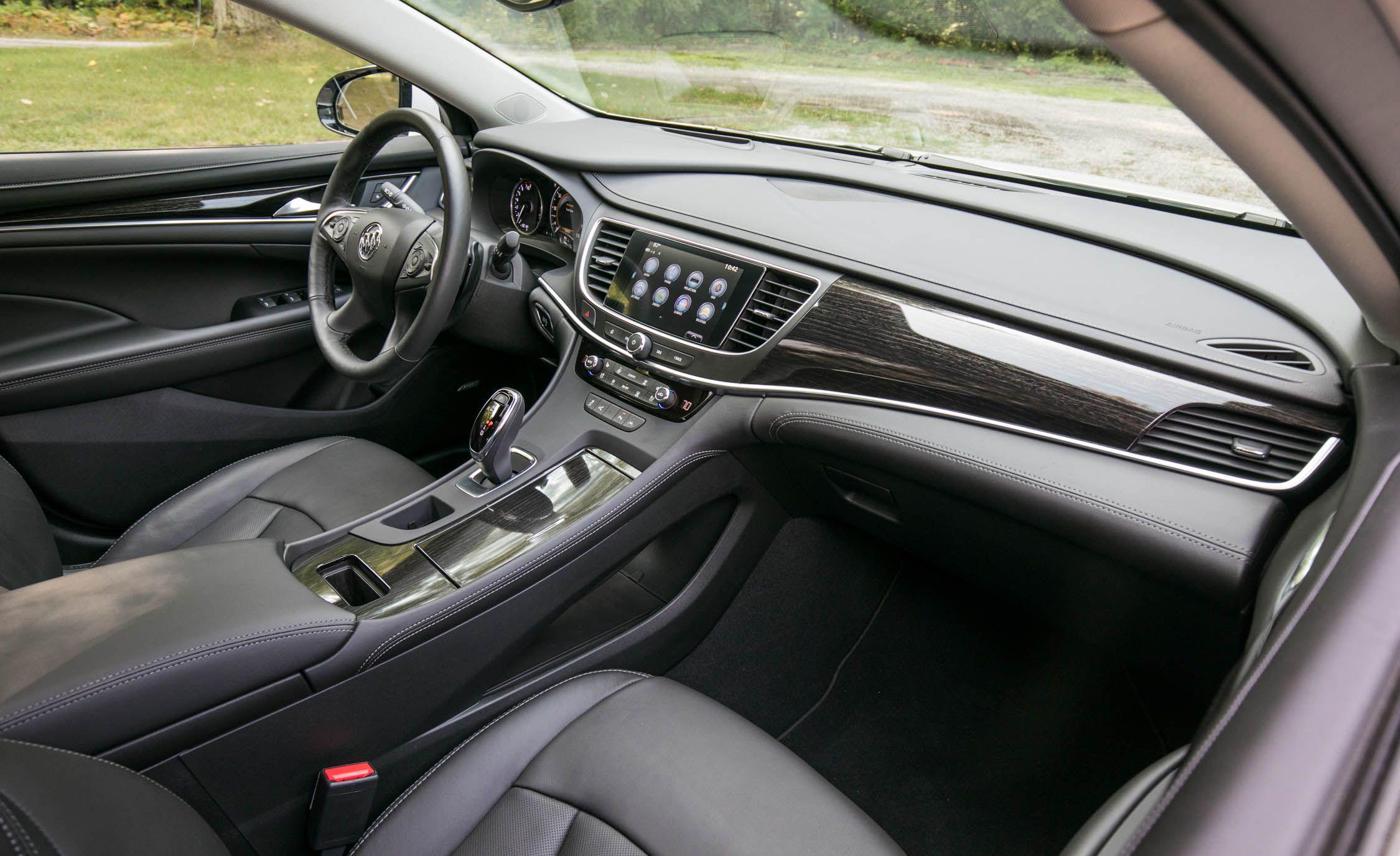 Buick LaCrosse: Lap-Shoulder Belt