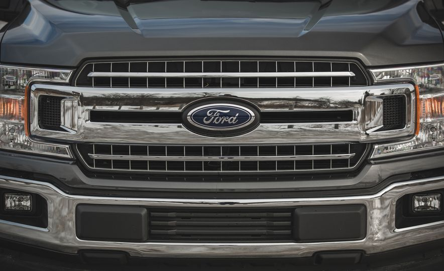 2018 Ford F-150 XLT 4x2 - Slide 17