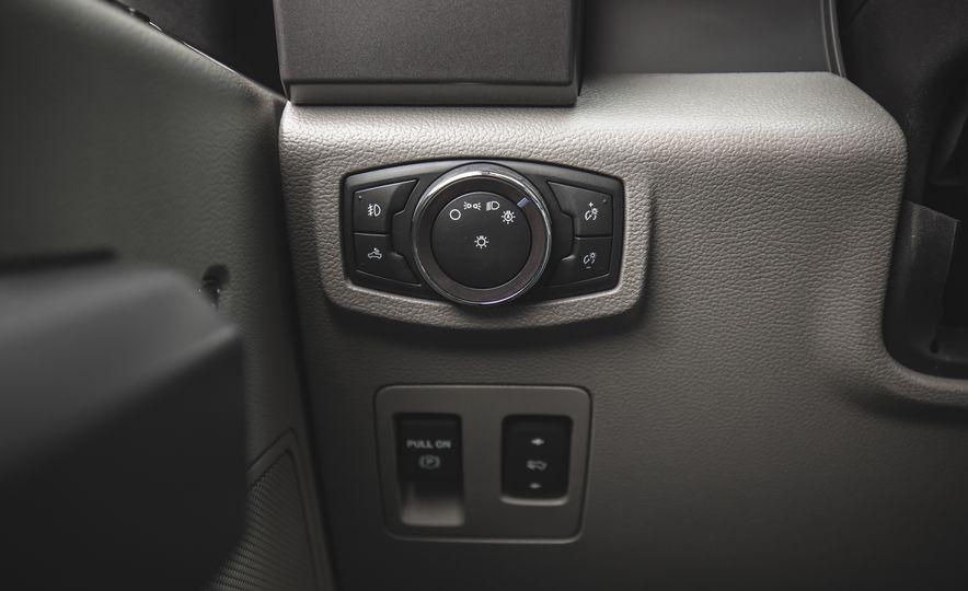 2018 Ford F-150 XLT 4x2 - Slide 27