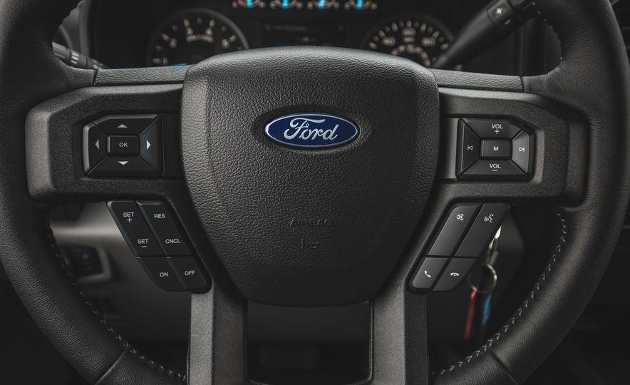 2018 Ford F-150 XLT 4x2 - Slide 30