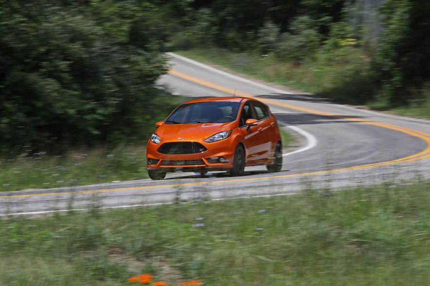 2017 Ford Fiesta ST - Slide 4