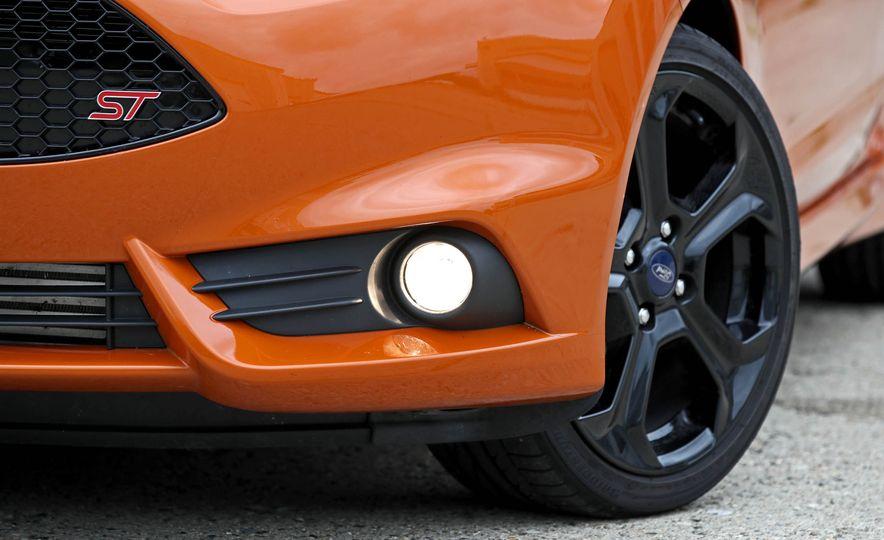 2017 Ford Fiesta ST - Slide 23