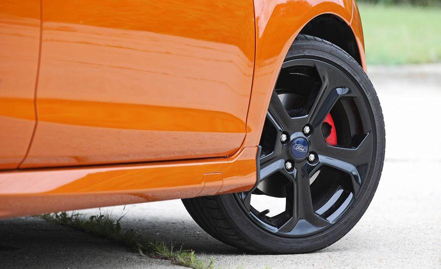 2017 Ford Fiesta ST - Slide 30