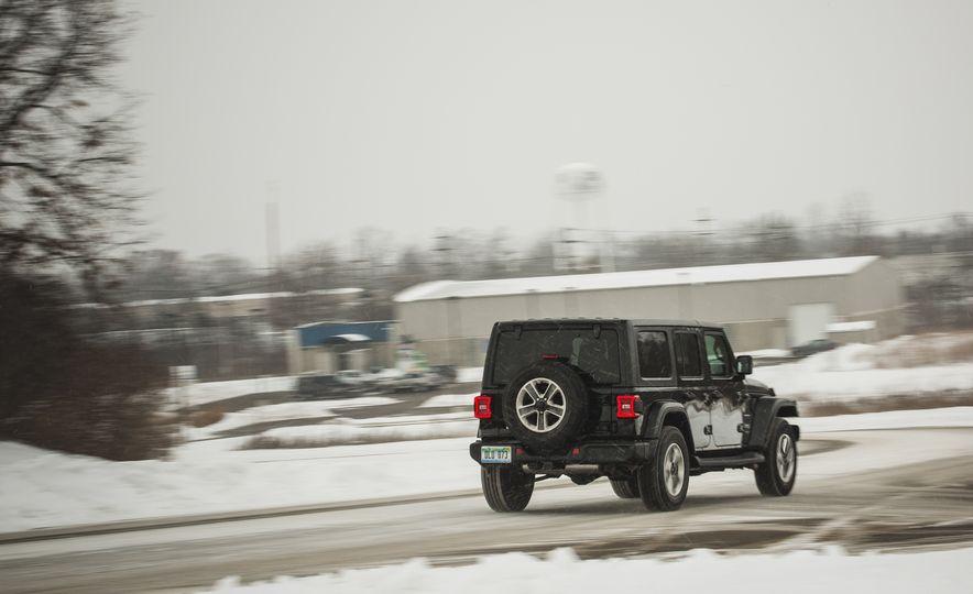 2018 Jeep Wrangler JL Unlimited Sahara - Slide 13