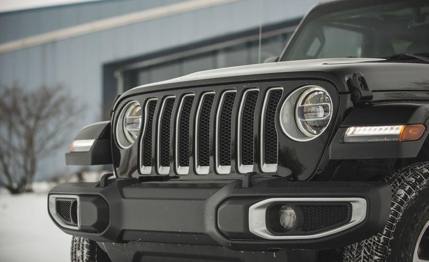 2018 Jeep Wrangler JL Unlimited Sahara - Slide 19