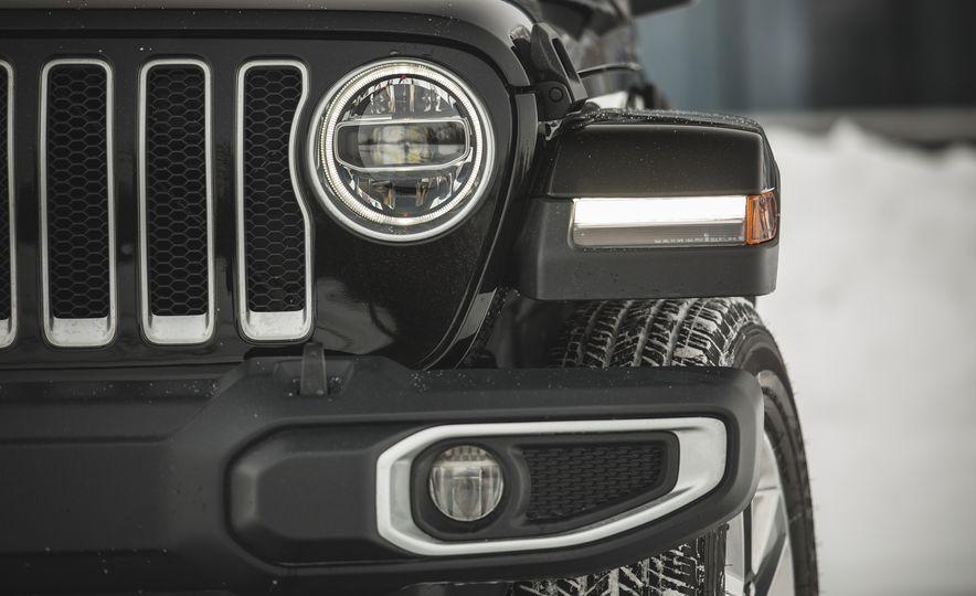 2018 Jeep Wrangler JL Unlimited Sahara - Slide 21