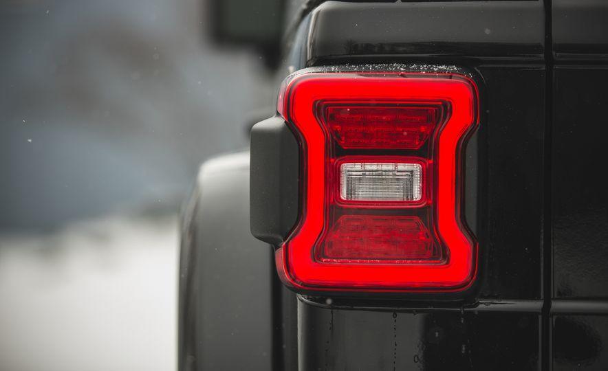2018 Jeep Wrangler JL Unlimited Sahara - Slide 30