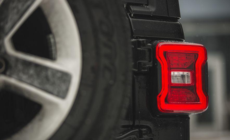 2018 Jeep Wrangler JL Unlimited Sahara - Slide 31